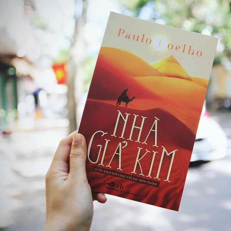 sách Nhà giả kim: Tác phẩm lừng danh của Paulo Coelho